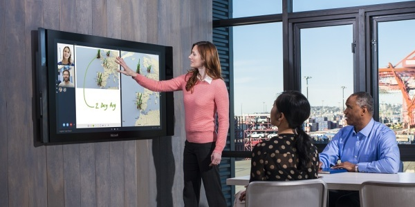 Photo of Microsoft Surface Hub: A huge computer for business people