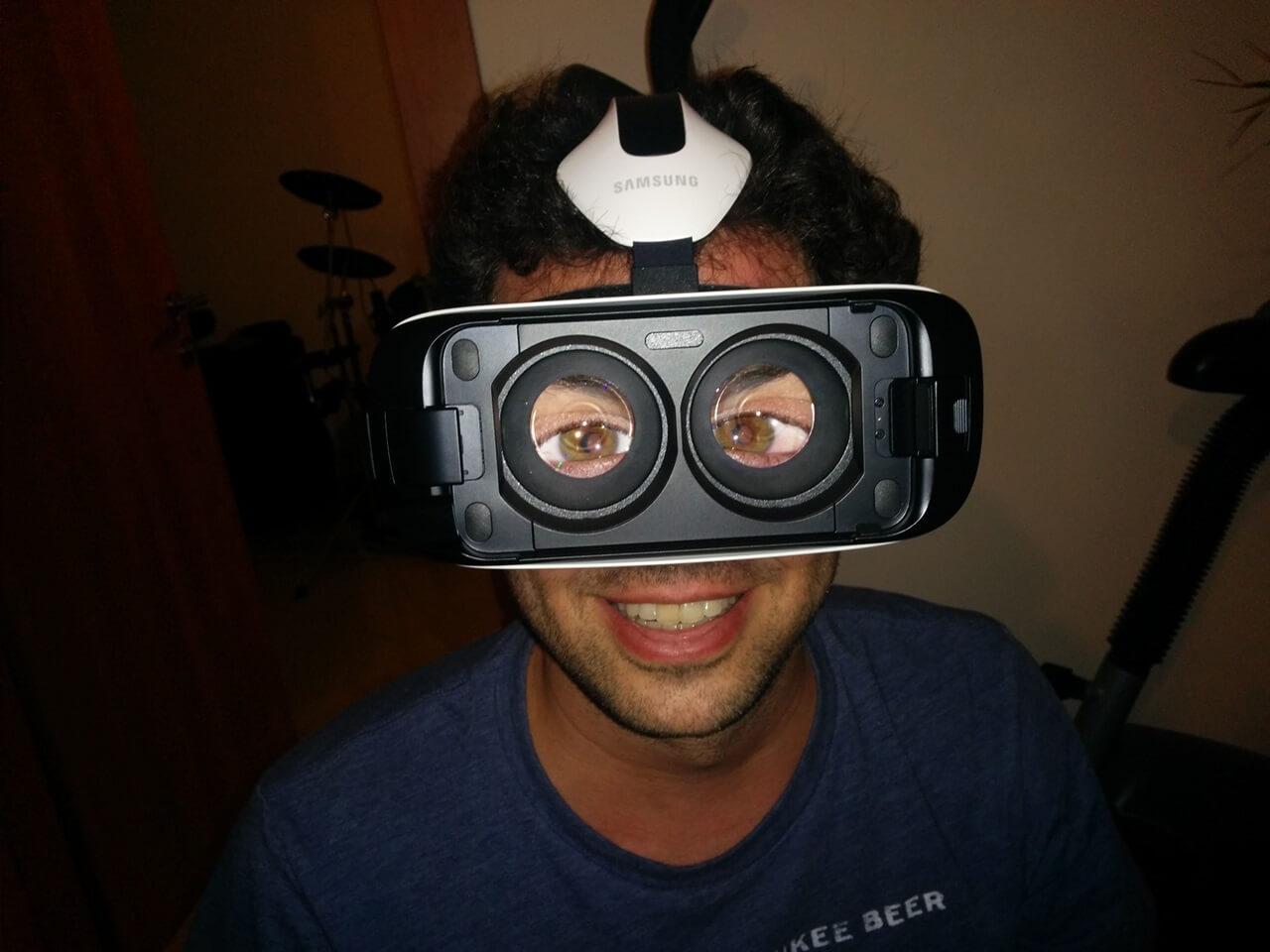 זהירות: שימוש לא תקין בגיר VR יכול לגרום לכם להראות אהבלים