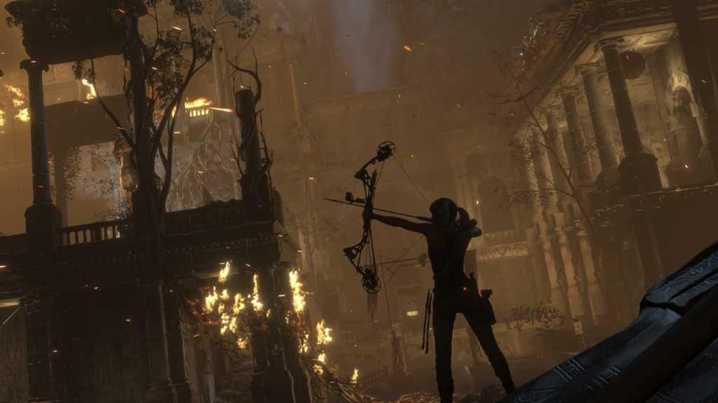 המבקרים אהבו מאוד את Tomb Raider החדש, ומסבירים כי הוא מצליח לשמר את כל מה שהיה חיובי בפרק הקודם, תוך כדי הרחבת מספר האפשרויות העומדות בפני השחקן, מתן עלילה טובה יותר ושילוב של כל אלו בעולם פתוח גדול, מגוון ומרהיב ביופיו