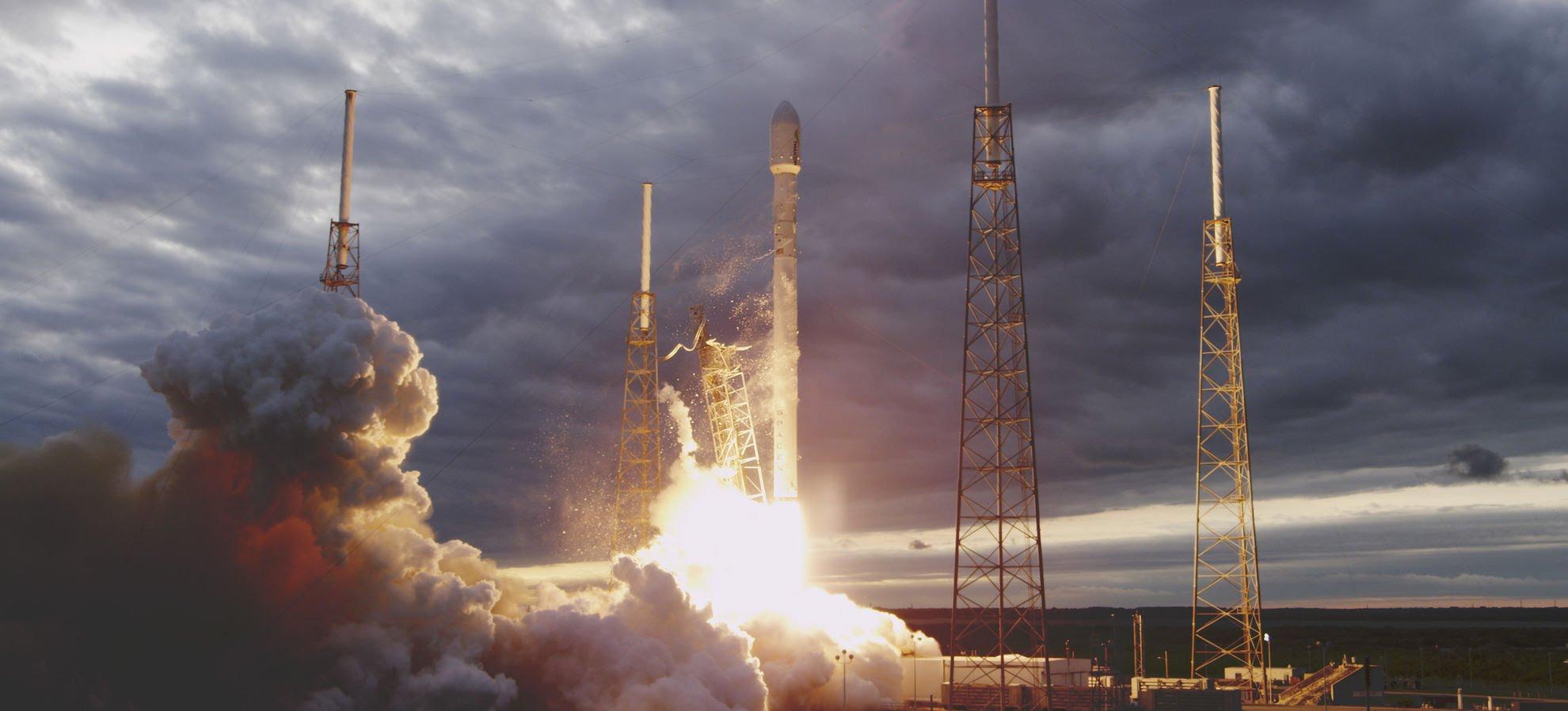 Photo of במידה ופספסתם: צפו בנחיתה ההיסטורית של טיל ה-Falcon 9
