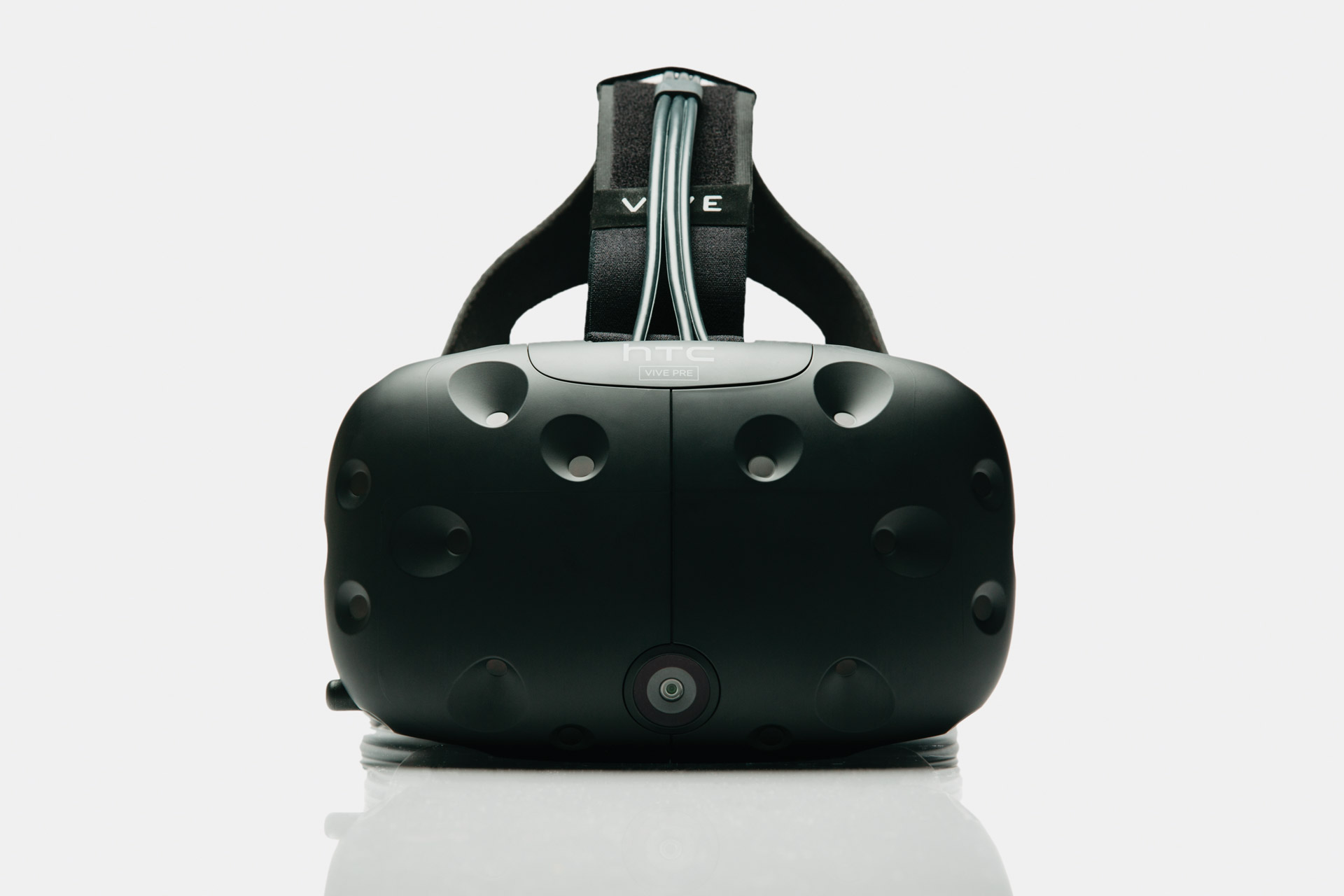Photo of HTC Virtual Reality Glasses will be offered for sale on 29 in February