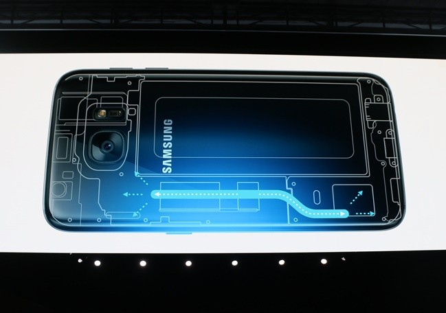 Photo of Watch: This is how the Galaxy S7 looks on the inside, including its heat pipe and water seal