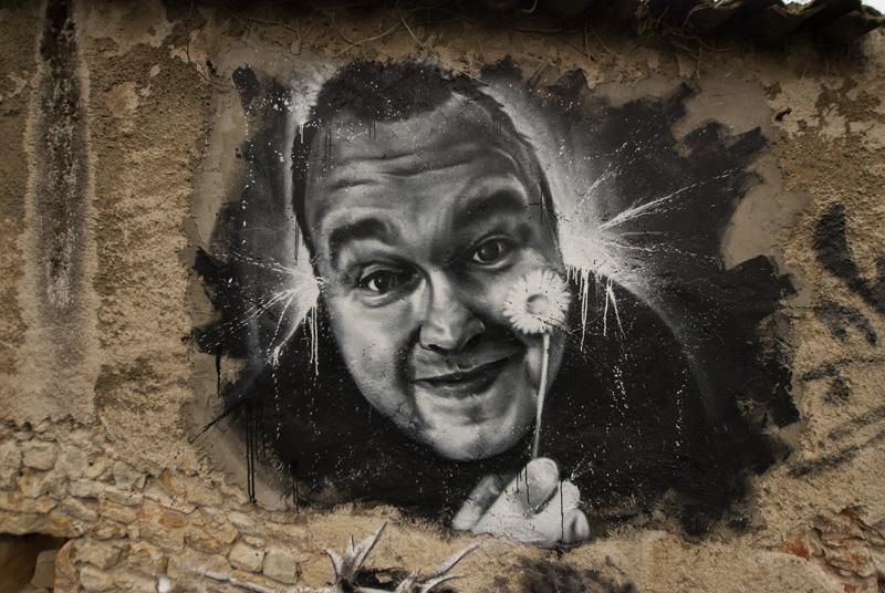 גיבור תרבות? ציור קיר של קים דוטקום שיצר האמן: Thierry Ehrmann