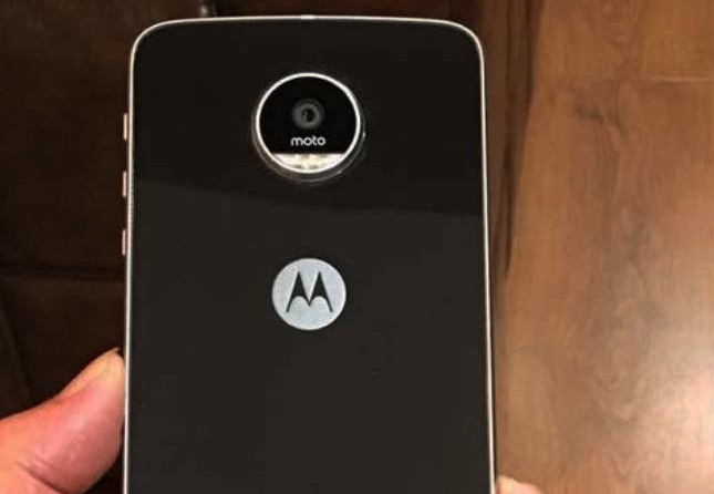 Photo of Affordable Modularity: The Moto Z Play smartphone on our way to us