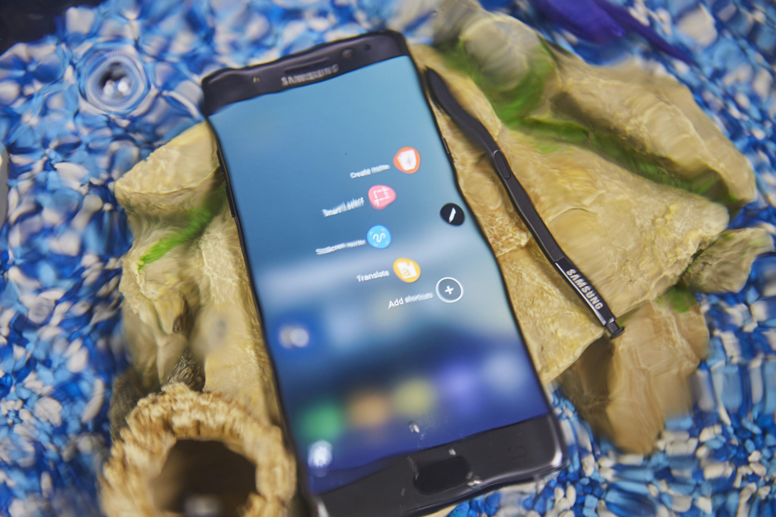 Photo of עכשיו זה גם רשמי: כל מכשירי ה-Galaxy Note 7 מקבלים ריקול