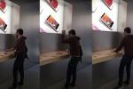 כואב הלב: צפו בלקוח ממורמר מרסק מכשירים של אפל