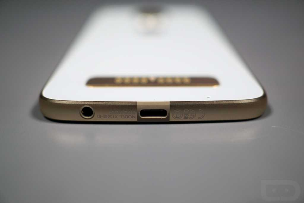 The Moto Z Play makes sense and returns support for the 3.5 audio-millimeter connector that does not exist in the previous Moto Z pair