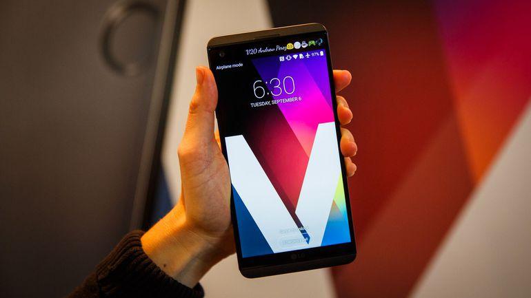 ה-V20 נוחת בחנויות וזוכה לקבלת פנים חמה אצל מרבית המבקרים
