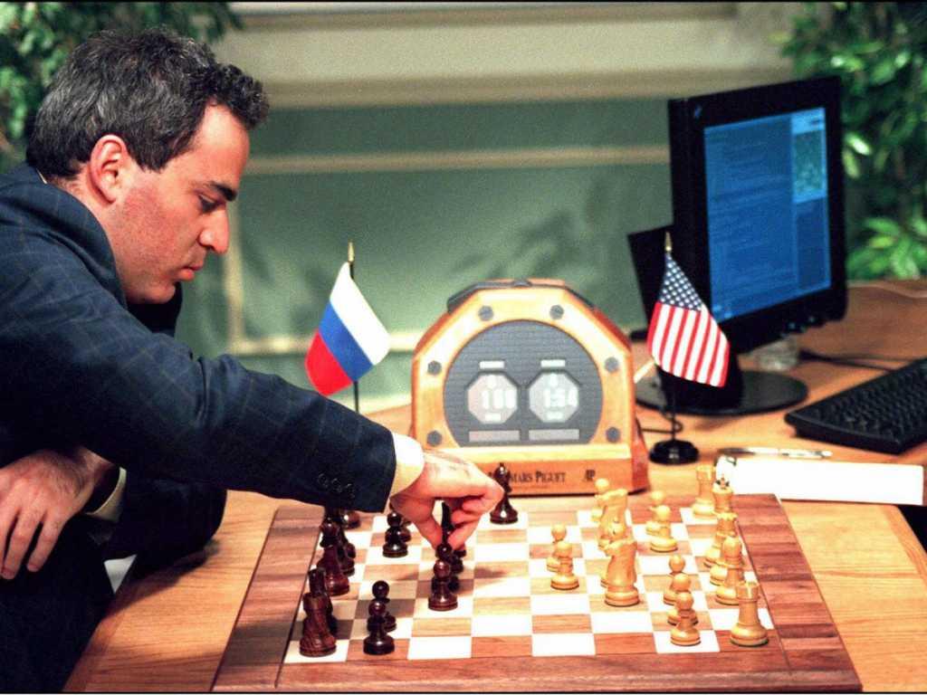 כמעט 20 שנים אחרי שמחשב הצליח לנצח את שחקן השחמט הטוב ביותר בעולם, האם נראה משהו דומה מתרחש בעולם התחרותי של הגיימינג? בקרוב נדע