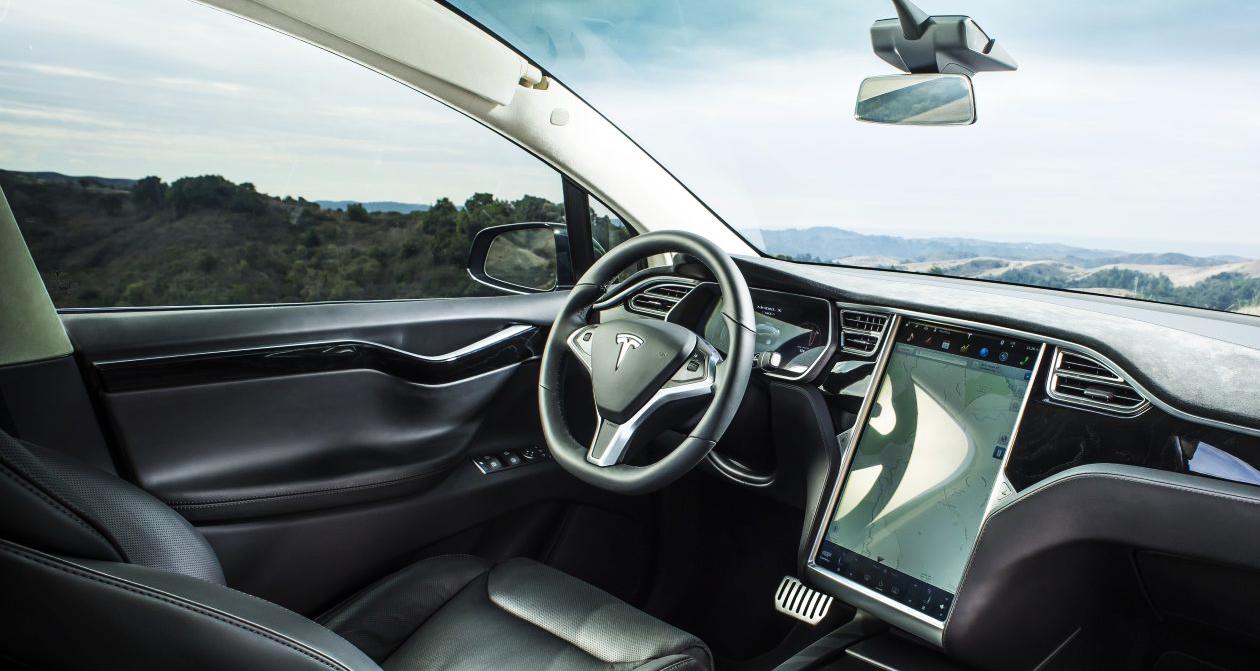 """Photo of טסלה מציגה: הצצה אל תוך """"המוח"""" של המכונית שנוסעת לבד"""
