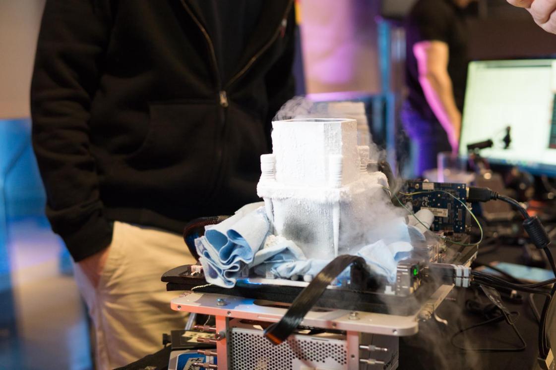 תחת חנקן נוזלי, מעבד ה-Core i7 7700K. מקור: hwbot.org