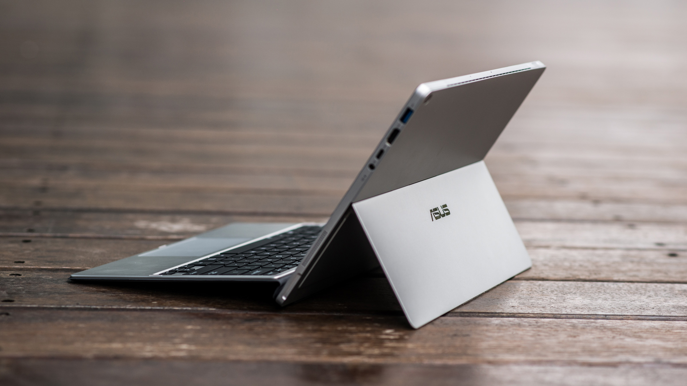 Photo of the crowded club: Another Surface Pro 4 competitor comes to the stores