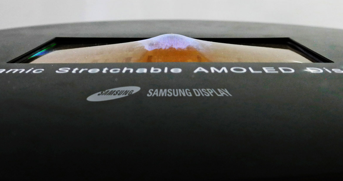 Photo of Watch: Samsung's flexible and stretched OLED screen in action for the first time