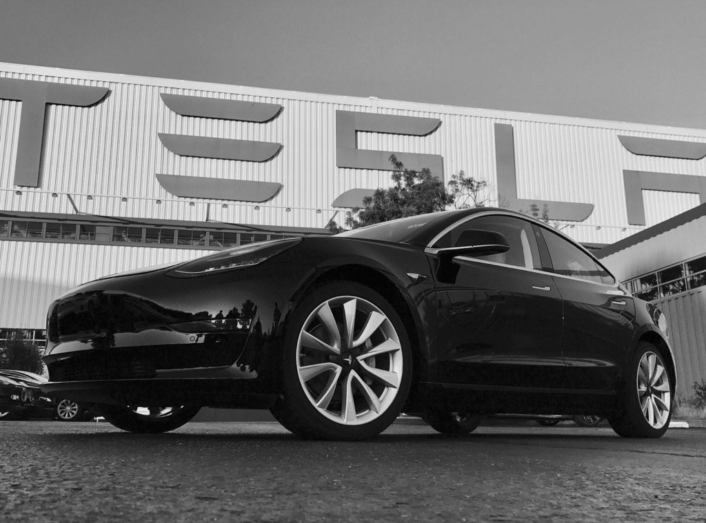 Photo of the first of its kind: Model 3 mass of Tesla is presented with the final and official design