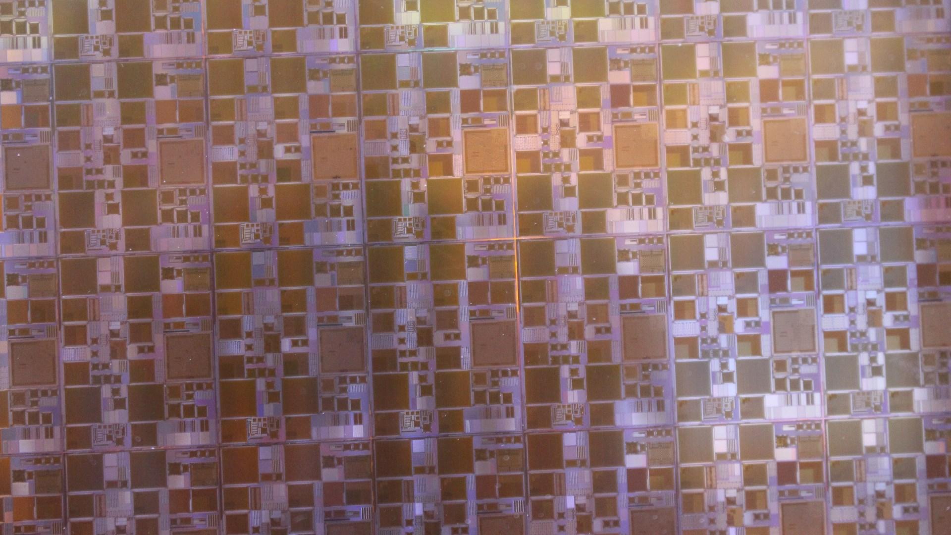 Photo of זעיר יותר, יעיל יותר: סמסונג חושפת תהליך ייצור חדש עבור שבבי הביניים שלה