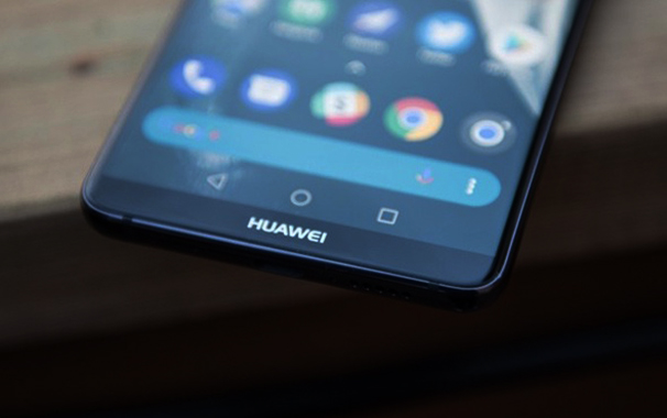 Photo of Touching a Tablet: Huawei Mate 20 Offers a Screen in the Most Generous Dimensions